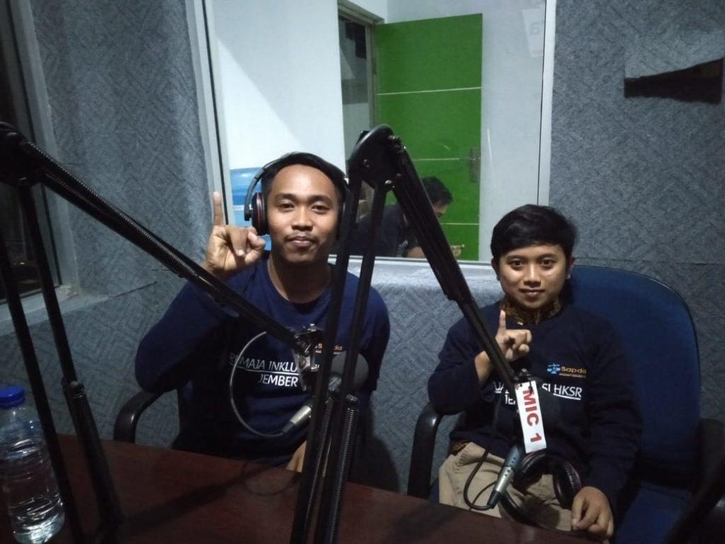 Remaja HKSR Inklusi Jember Sosialisasi Kegiatan di Radio Mutiara FM